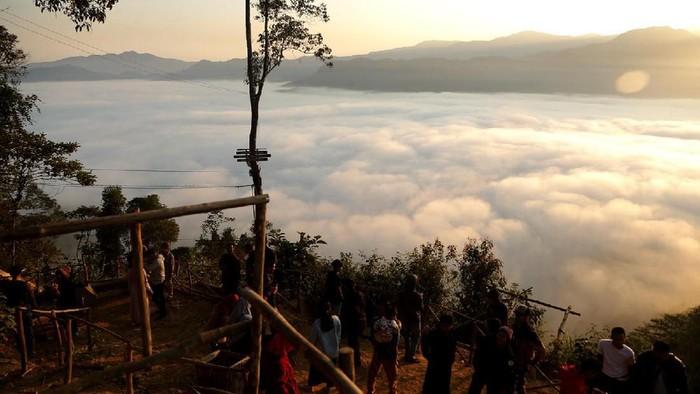 """Pesona Samudera Awan """"Negeri Di Atas Awan"""" Gunung Luhur, Kabupaten Lebak"""